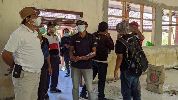 Inspeksi Proyek di Nusa Penida, Temui Masalah Pengangkutan Pipa dan Rehab Kelas Tak Sampai Finishing