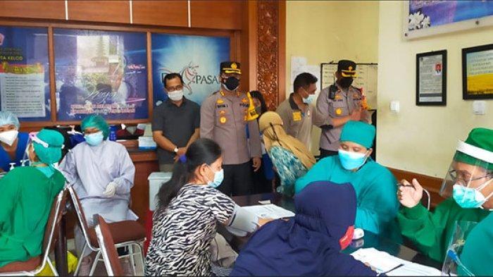 Kontrol Pelaksanaan Vaksinasi, Wakapolresta Denpasar: Vaksin Penting untuk Bentuk Kekebalan Tubuh