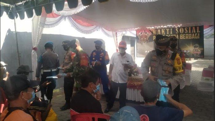 Wakapolresta Denpasar Bagi-bagi Masker, AKBP Wayan Jiartana: Ingat Protokol Kesehatan