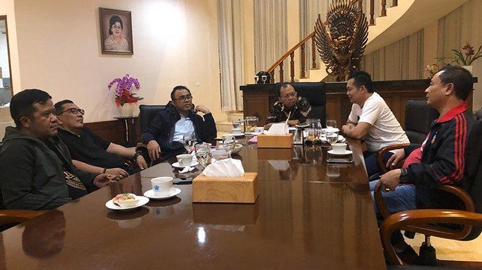 Temui Gubernur, Pemkab Jembrana Usulkan Perbaikan Tiga Poros Jalan Provinsi