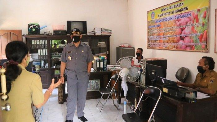 Pastikan Pegawai Taat Protokol Kesehatan, Wabup Sidak Penggunaan Masker di Setda Klungkung