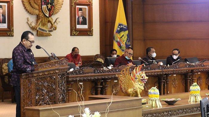 Sidang Paripurna, DPRD Bali Bahas Raperda Inisiatif Gubernur Tentang Baga Utsaha Padruwen Desa Adat