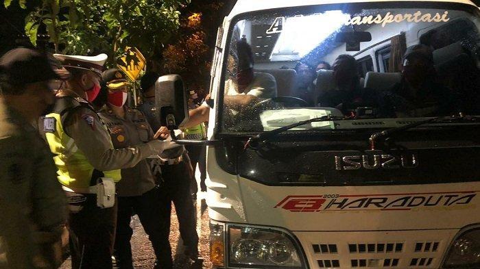 Operasi Penyekatan Arus Mudik Lebaran, Petugas Minta Mobil Travel Angkut 20 ABK Putar Balik
