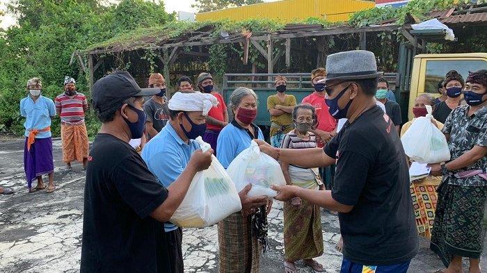 Bersama Gerakan RASA, Wakil Ketua DPRD Bali Serahkan Bantuan Tribako