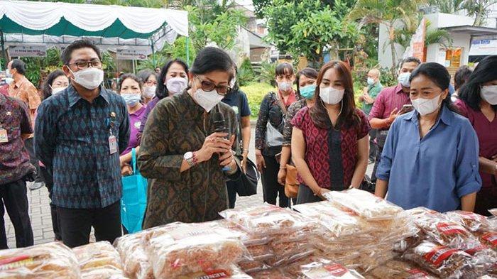 Antisipasi Inflasi dan Bantu Kebutuhan Warga Jelang Galungan, Wawali Denpasar Tinjau Pasar Murah
