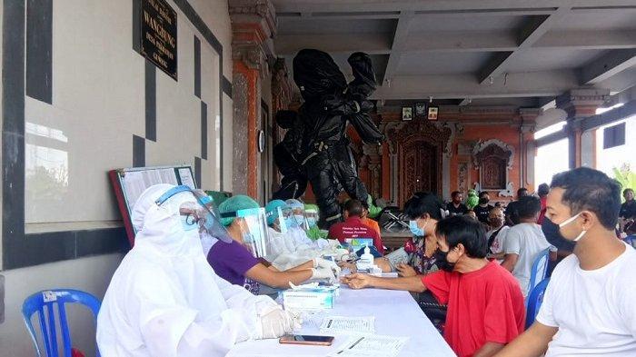 PMI Gianyar Kesulitan Stok, Warga Guwang Lakukan Donor Darah di Tengah Pandemi