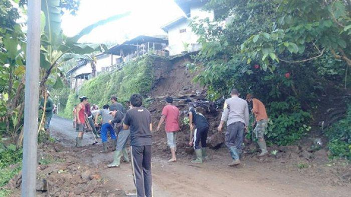 Diguyur Hujan Deras, Senderan Rumah Gede Karnata di Sawan Buleleng Jebol