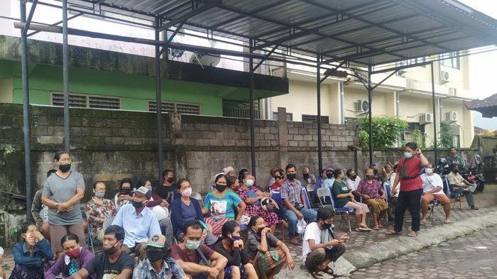 Warga Berkerumun Antre Kartu Bantuan Sosial, Klungkung Dapat Kuota Tambahan 2877 KPM