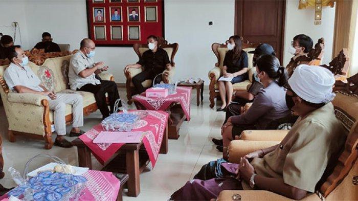 Datangi Kantor DPRD Buleleng, Warga Minta Pemkab Bangun SD di Desa Giri Emas
