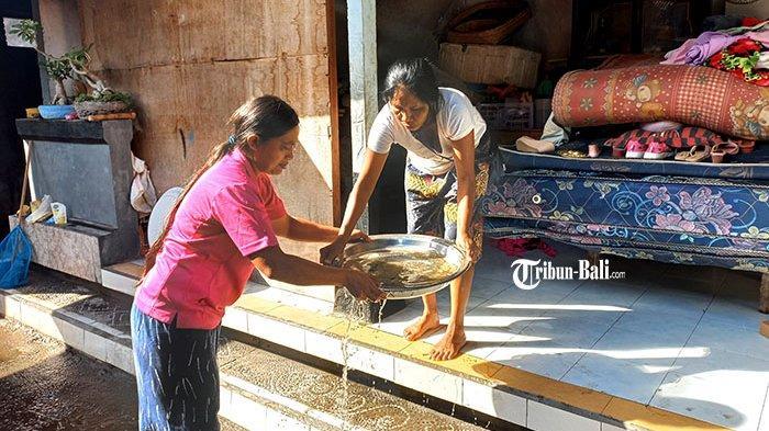 Pasca Terjangan Banjir di Desa Kusamba Klungkung, Sumur Wayan Eden Keruh dan Berbau Amis
