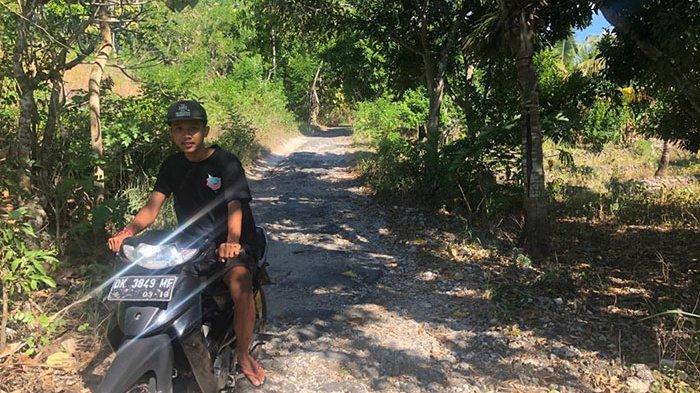 Kondisi Jalan Rusak Berat, Warga Sering Alami Kecelakaan Saat Melintasi Jalan Cemlagi Nusa Penida