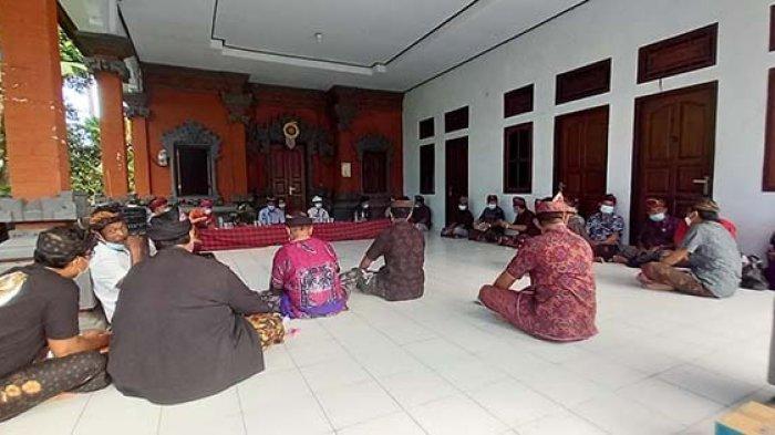 Puluhan Warga Petapan Kaja di Jembrana Sampaikan Mosi Tidak Percaya terhadap Kelian Banjar
