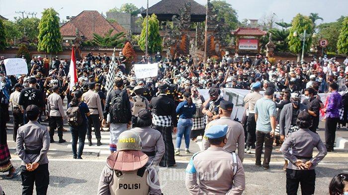 Menyeberang dari Nusa Penida ke Klungkung untuk Ikut Demo AWK, Warga: Kami Sangat Tersinggung