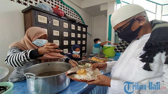 Sejak Tahun 2020 Masjid Agung Jami' Singaraja Sediakan Makanan Gratis Selama Pandemi