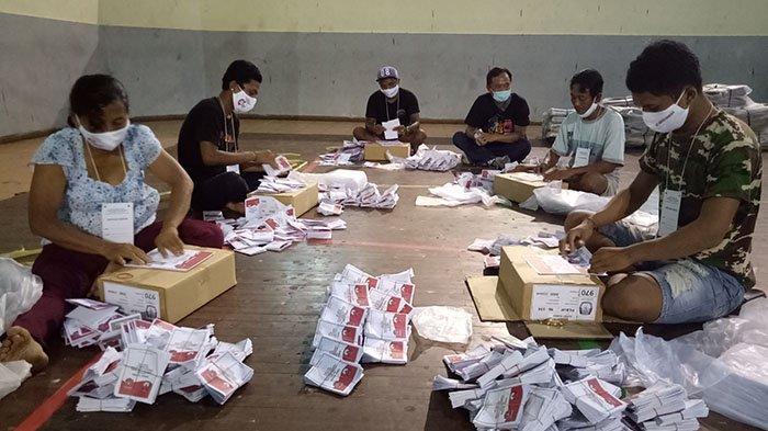 KPU Karangasem Libatkan 66 Tenaga untuk Lipat Kertas Surat Suara