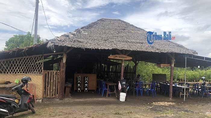 Warung hutan Mangrove Desa Budeng, yang letaknya di dekat seacorm mulai beroperasi dan dikelola oleh KTH Wana Merta Desa Budeng, Kamis (7/1/2021).
