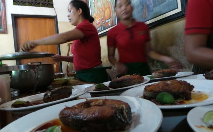 sensasi pedas juga ditawarkan warung Mak Beng.