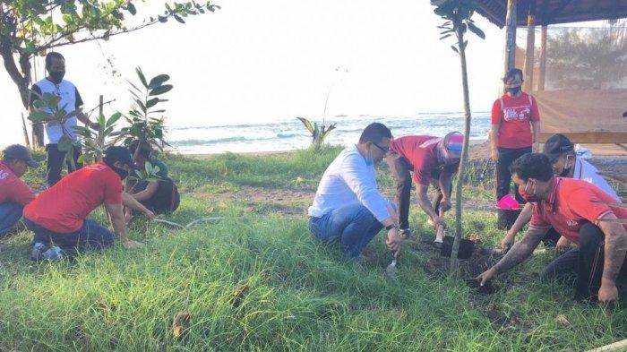 Selamatkan Pantai dari Abrasi, DLH Gianyar Gencarkan Tanam Ribuan Pohon