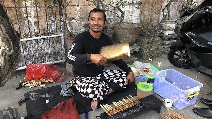 Tak Ada Turis, Mantan Guide dan Driver Ini Banting Stir Jualan Sate Keliling di Denpasar dan Gianyar