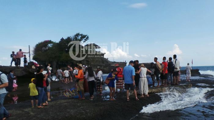 Tanah Lot Diserbu 28.811 Wisatawan Mancanegara