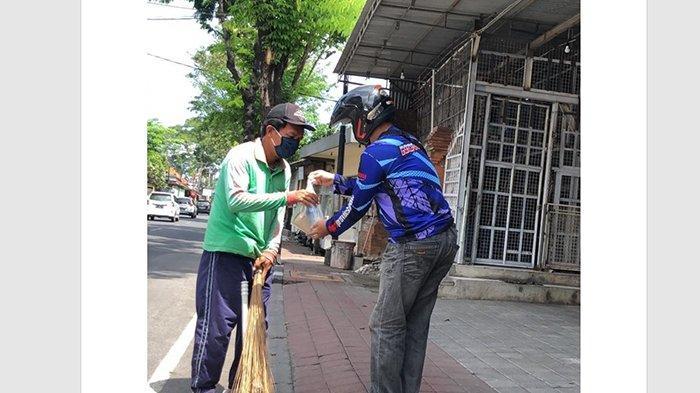 Yamaha DDS Bali bersama YRFI Bagikan Ratusan Masker dan Hand Sanitizer