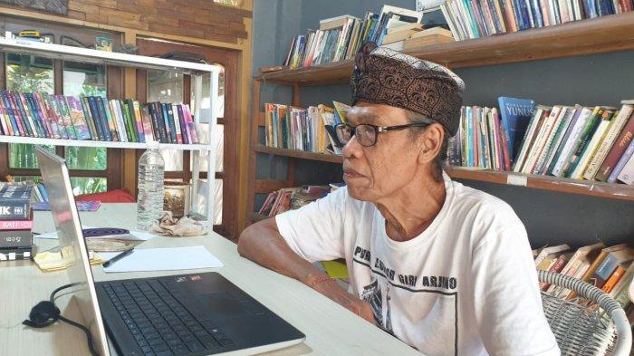 Yayasan Puri Kauhan Ubud, Gianyar gelar workshop sastra Bali selama tiga hari, Jumat – Minggu, 4 – 6 Juni 2021 dengan materi menulis cerpen, puisi, kakawin, geguritan, kidung serta satua Bali.