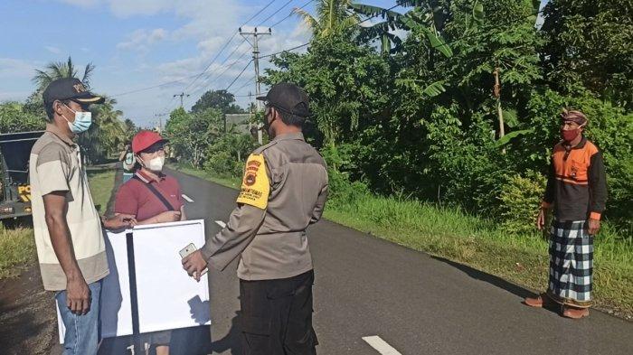 Bukan Sanksi Denda, Pelanggar Prokes di Desa Tegalbadeng Barat Jembrana Diberi Nasi Bungkus & Masker