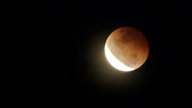 gerhana-bulan-yang-terlihat-di-bali.jpg