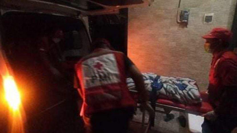 petugas-ambulans-pmi-denpasar-saat-merujuk-ta-dari-tempat-tinggalnya-ke-rsup.jpg