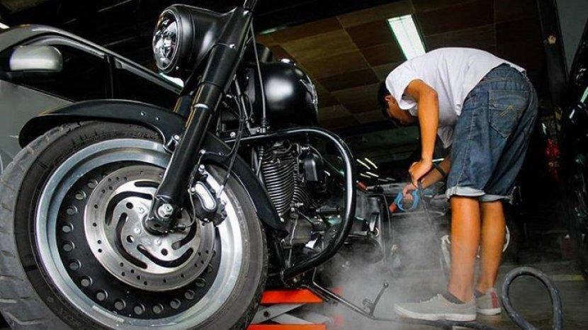 proses-steam-wash-kendaraan-roda-dua-ala-redcar-auto-detailing.jpg