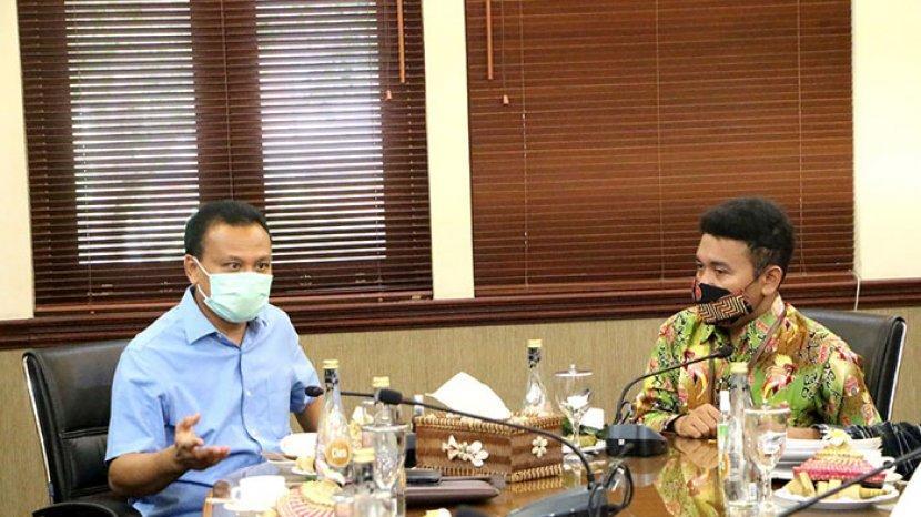 sekretaris-daerah-sekda-provinsi-bali-dewa-made-indra-menerima-kunjungan-staf-khusus.jpg