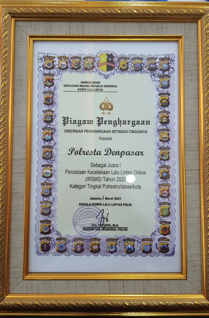 Piagam Penghargaan yang diterima Satlantas Polresta Denpasar dari Kakorlantas Polri beberapa waktu lalu.