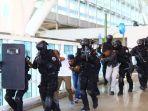 2000-petugas-keamanan-disiapkan-bandar-udara-i-gusti-ngurah-rai_20181005_172328.jpg