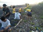 aksi-bersih-bersih-di-kawasan-pantai-gumicik-desa-ketewel-sukawati-gianyar-bali.jpg