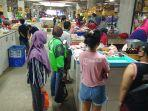 aktivitas-belanja-online-di-pasar-badung-kota-denpasar.jpg
