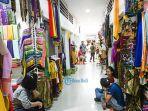 aktivitas-para-padagang-di-pasar-seni-semarapura-kamis-2342020.jpg