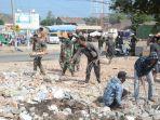 aktivitas-tni-di-lombok-dalam-membantu-masyarakat-korban-gempa-lombok_20180826_144448.jpg