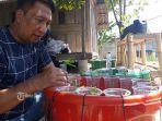 alumni-smansa-denpasar-melakukan-budidaya-kangkung-dan-lele-dengan-media-ember.jpg