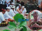 anak-agung-gde-agung-bharata-melaksanakan-upacara-madiksa-ida-bhagawan-blebar-gianyar.jpg