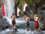 anak-anak-banjar-ngenjung-sari-berpose-di-taman-sari-waterfall.jpg