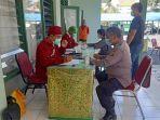 anggota-polisi-ikuti-kegiatan-donor-darah-hut-ke-60-korem-163wira-satya.jpg