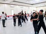 beberapa-atlet-dancesport-sedang-berlatih.jpg