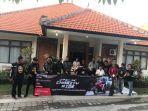 berbagi-para-bikers-pcx-charity-ride-berpose-saat-berbagi-di-panti-sosial-kemarin.jpg