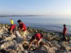 bersih-bersih-pantai-yang-dilaksanakan-oleh-tim-archipelago-international.jpg