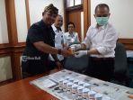 bnn-kota-denpasar-bersama-dinas-kesehatan-menggelar-tes-urine-bagi-anggota-dprd-kota-denpasar.jpg