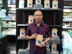 bondan-winarno-launching-buku-di-periplus-bandara-ngurah-rai_20151216_145125.jpg