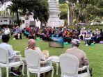 bupati-banyuwangi-abdullah-azwar-anas-bertemu-dengan-ratusan-anggota-komunitas-sepeda-tua.jpg