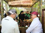 bupati-banyuwangi-abdullah-azwar-anas-sedang-menikmati-menu-geseng-bangsong.jpg