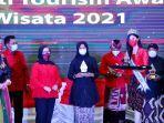 bupati-banyuwangi-ipuk-fiestiandani-menerima-penghargaan-trisakti-tourism-award-2021.jpg