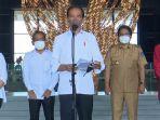 bupati-giri-prasta-saat-menyambut-kedatangan-presiden-jokowi-di-kuta-selatan-kabupaten-badung.jpg